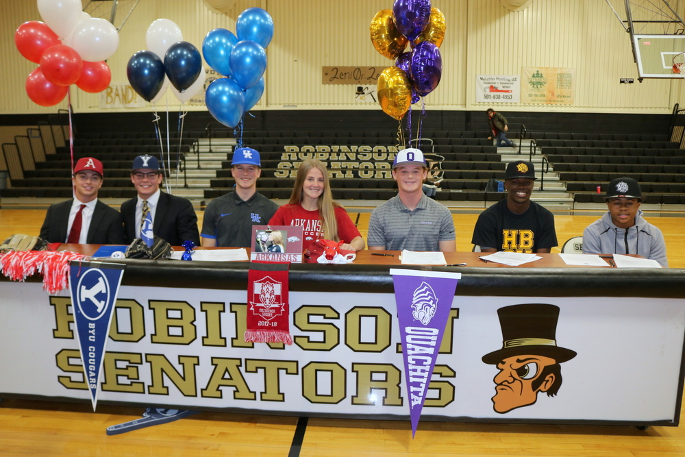 Robinson High School Students Sign Their NLI