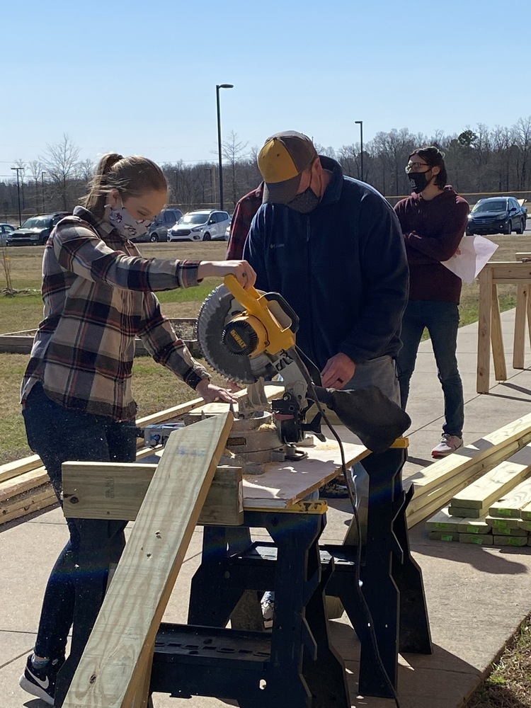 Maumelle High School Students Get Creative for Service Project