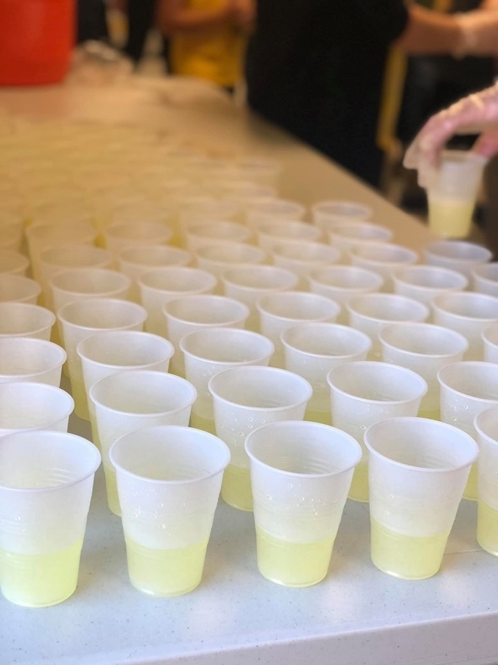 Lots of cups of lemonade for the students.